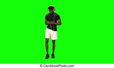 écouteurs, rythme, marche, mobile, chooses, américain, téléphone, homme, musique, afro, vert, écran, rouges, grand, mouvements