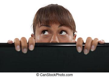 écran, femme, ordinateur portable, derrière