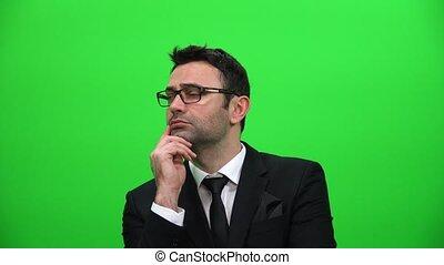 écran, haut, regarder, arrière-plan vert, sérieux, homme
