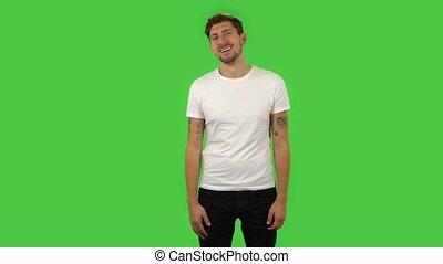écran, sourire, largement, confiant, type, winking., vert