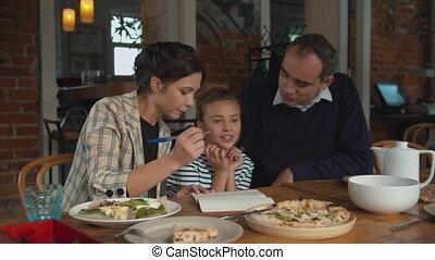 écrire, parents, ensemble, fille, quelque chose, cahier