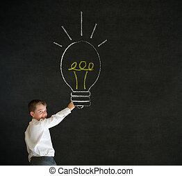 écriture, garçon, homme affaires, à, idée lumineuse, craie, lightbulb