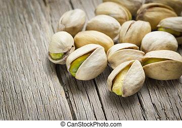 écrous pistache