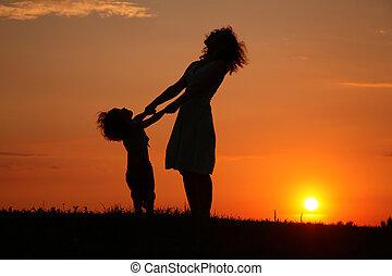 ég, anya, lány, napnyugta, őrzés
