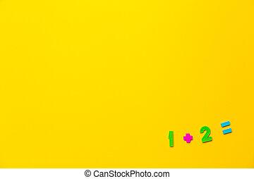 égal, deux, simple, exemple, numbers., maths, jaune, une, action, étapes, maîtriser, plus, fond, solution., enfants, élémentaire, mathématique, plastique, school., fait, premier