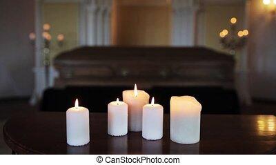 église, bougies, cercueil, brûlé, obseque