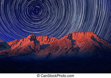 éjszaka, kitevés, csillag nyom, közül, a, ég, alatt, futó,...