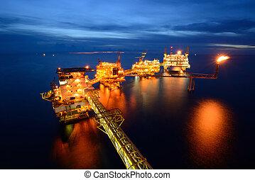 éjszaka, olaj berendezés, part felől, nagy