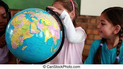 élèves, globe, mignon, sourire, autour de