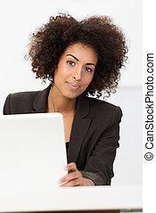 élégant, américain, africaine, femme affaires