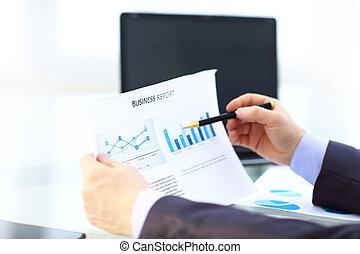élégant, analyser, données, bureau, homme affaires