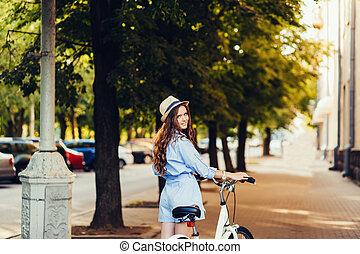élégant, girl, vélo, chapeau