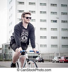 élégant, homme, sur, vélo