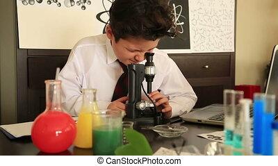 élémentaire, garçon, école, chimie, étudier