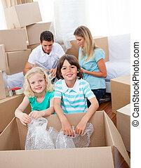 élénk, csomagolás, család, dobozok