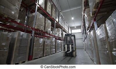 élévateur, camions, étagères, mouvement, métal, moderne, grand, entre, entrepôt