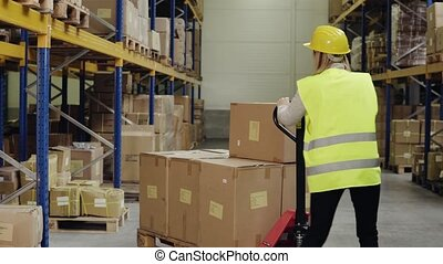 élévateur, ouvrier, main, femme, entrepôt, truck.