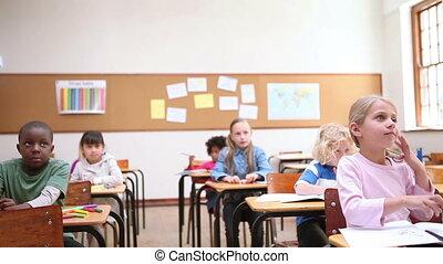 élévation, leur, élèves, doigts