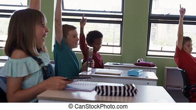 élévation, leur, mains, groupe, gosses, classe