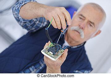 électricien, constructeur, ventilation, adulte, portrait, personne agee, ingénieur