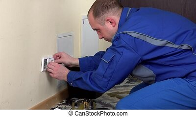 électricien, douille, puissance, mur, installer, homme