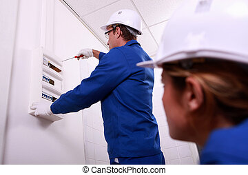 électricien, fonctionnement