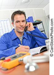 électricien, téléphone
