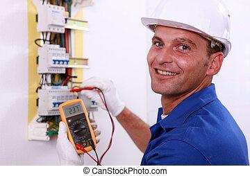 électricien, vérification, a, boîteà fusibles