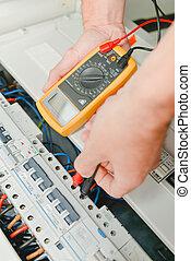 électricien, vérification, a, fusebox