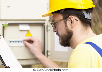 électricien, vérification, boîteà fusibles