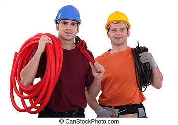 électriciens, deux