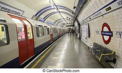 électrique, débuts, uk., train, en mouvement, métro, souterrain, station, londres