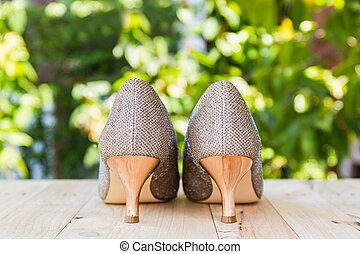 élevé, chaussures, talon, Doré