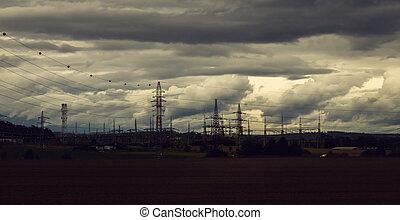 élevé, couvert, tension, ciel, paysage, pylônes, dramatique