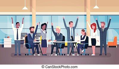 élevé, groupe, bureau, business, séance, réussi, bureau, moderne, businesspeople, ensemble, gai, mains, équipe, heureux
