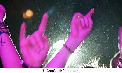 élevé, lent, silhouette, gens, haut, mouvement, mains
