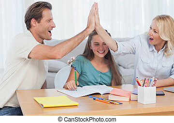 élevé, parents, heureux, fiving