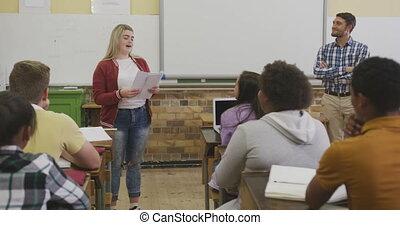 élevé, parler, école, groupe, girl, ados, caucasien