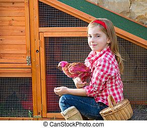 éleveur, poules, gosse, girl, propriétaire ranch, blonds, paysan, jouer, à, poussins, dans, poulet, tracteur, mue