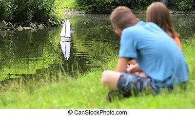 éloigné, contrôlé, enfants, bateau