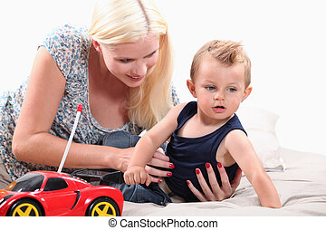 éloigné, elle, voiture, jeune, fils, mère, contrôlé