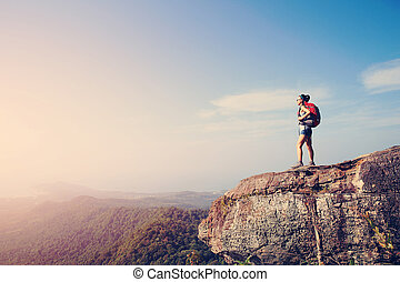 élvez, hegy, nő, kiránduló, napnyugta, csúcs, kilátás, szirt