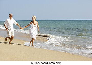 élvez, idősebb ember, ünnep, tengerpart, párosít