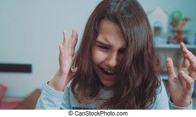 émotion, concept, écolière, girl, dépression, peu, lent, ouvert, elle, choqué, adolescent, pleurer, panique, cris, problèmes, upset., bouche, frustration., children., video., crier, hands., style de vie, face couverture, mouvement, désespoir