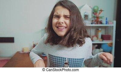 émotion, concept, girl, dépression, peu, lent, ouvert, elle, choqué, adolescent, pleurer, panique, cris, problèmes, upset., bouche, frustration., children., video., crier, style de vie, mouvement, désespoir