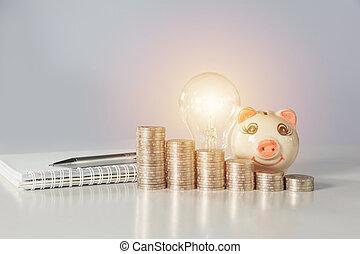 énergie, économie, ampoule, à, tirelire, et, piles, de, pièces, sur, table., financier, et, économie, concept.