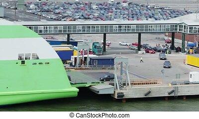 énorme, automobiles, cavalcade, dock, stationnement, bac