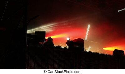 énorme, dj, festival, écran, regarder, projectile avant, mené, jouer