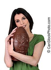 énorme, femme, oeuf, chocolat
