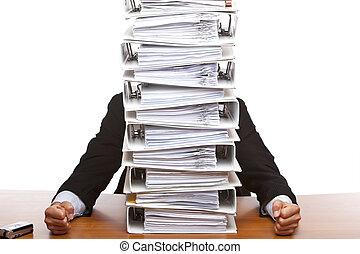 énorme, paperasserie, business, devant, assied, (folders), homme